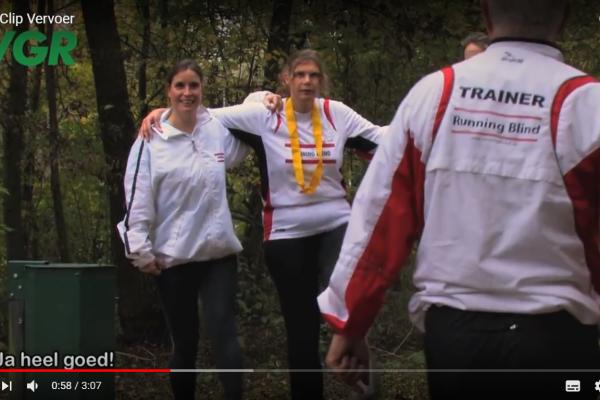 Running Blind lid dat moeite heeft vervoer te regelen naar de sportaccomodatie